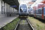 Zlomená kolej zastavila vlaky na trati z Prahy do Berouna: Omezení platí do odvolání