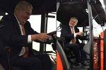 Zeman usedl do traktoru a opět šil do migrantů. Je proti zahalování žen