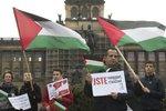 """""""Jsme proti apartheidu."""" V Praze se pochodovalo na podporu Palestinců"""