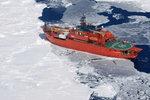 Ledoborec v Antarktidě už 2 dny vězní desítky lidí, loď nemůžou uvolnit