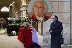 Hraběnku Bernadettu Kinskou (†94) uložili do rodinné hrobky: Rozloučit se přišel i Karel Schwarzenberg