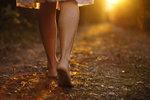 Polovina dospělých má zničené nohy, na bosé boty pozor, varuje odbornice