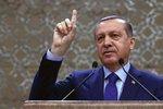 Merkelová odsoudila satiru na účet Erdogana. Němci teď hrozí až 3 roky