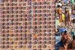 Plážový horor u Jadranu: Slunečník na slunečníku a narváno k prasknutí