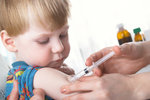 I když už jste velcí, stejně vás zase vyděsí pohled na injekci, a ještě vás to bude bolet i za dítě.
