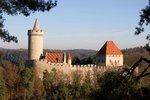 Hrad Kokořín má jednu výhodu - jeho palác má jen tři komnaty, takže prohlídku zvládnete i s dětmi.