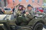 Americké vlajky, uniformy a Schapiro: Praha si připomněla osvobození