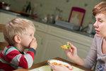 Vybíravé dítě? 5 osvědčených strategií, jak ho naučit jíst