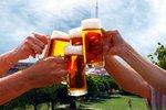 """Když jdou Češi """"na jedno"""", vypijí tři piva. Co všechno je táhne do hospody?"""