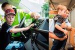 Malý hrdina: Mamince zachránil život, městská policie mu za jeho statečnost splnila sen