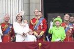 Královně přála i sladká Charlotte: Princeznička poprvé na slavném balkonu Buckinghamského paláce