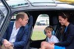 Malý George i s rodiči ve vrtulníku, v jakém se učil létat William v roce 2009 na akademii Shawbury