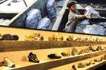 Adidas jede, Baťa zvládá, Prada ne: Kdo je na hraně porušování lidských práv?