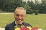 Oslavenec Karel Gott vypadá na nové fotce skvěle! A plánuje pít na život a zdraví
