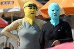 Scéna jako z hororu: Zakuklené ženy dobyly čínské pláže, proč se takto oblékají?
