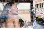 Co dělala Rihanna po pražském koncertu? Rozjela mejdan v tramvaji!