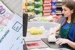 Supermarkety zvyšují platy: Nejsou zaměstnanci, lidem se za pokladnu už nechce