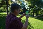 Vitálnější Češi díky Pokémon GO? Ani nápad, mladí je chytají z tramvaje