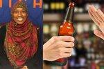 Muslimka odmítla v práci servírovat alkohol. Vyhodili ji a ona to žene před soud
