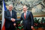 Zeman je věrný Putinovi a kouká na Východ, píší Němci. Ovčáček: Nesmysly