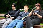 Školáci se po vysvědčení vrhli na alkohol. Prodalo jim ho 60 procent obchodů