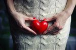 Občas má každá žena období, kdy nemá sexu tolik, kolik by chtěla, nebo nemá dokonce žádný. Ať už je to kvůli tomu, že se rozhodla pro celibát, ztratila na sex chuť, nebo kvůli tomu, že jí jen chybí ta druhá polovička ksexu dost důležitá: partner. Tohle suché období má vliv nejen na vaši psychiku, ale i imunitní systém – stejně tak jako na odbourávání stresu. Jak se ovšem tahle dieta podepíše na vaší vagině?
