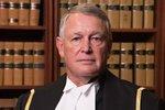 Bolest a sex jdou někdy ruku v ruce: Soudce ponižoval oběť znásilnění, teď čelí disciplinárnímu řízení