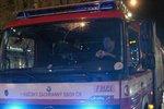 Obří požár v Plzni: Poblíž centra hoří bytový dům!