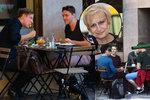 Co se dělo po rozloučení s Čáslavskou? Smích, tank opřený o hospodu a převlíkačka Špotákové