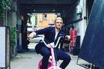 Celebrity na síti: Orlando Bloom jako blonďák a linky Moniky Absolonové