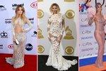 """Oblečené-neoblečené? Které celebrity milují """"nahé"""" šaty a co už ukázaly?"""