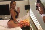 Souboj zadků: Jennifer Lopez napodobila slavné selfie Kim Kardashian! Která ho má hezčí?