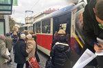 Velký tramvajový průzkum DPP a Ropidu: Informace o cestujících sbíralo i 600 studentů