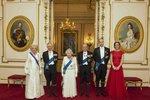 Královské focení v Buckinghamském paláci: Kate září jako diamant!