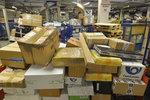 Pošta je zavalená balíky: V předvánoční špičce už padl celoroční rekord