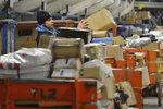Pošta před Vánoci čeká 15 milionů balíků. Na pomoc chce mít 5000 brigádníků