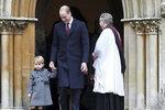 Královské děti na sebe cestou do kostela strhly pozornost.