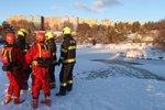 Mladík v Čáslavi se chtěl zabít skokem do rybníka: Nad hladinou ho držel policista Luboš