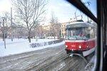 Sníh rozvrátil dopravu v Brně. Šalina nevyjela zasněžený kopec