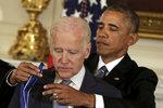 Obama ho rozplakal. Teď si Biden stýská, že nezkusil porazit Trumpa