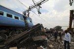 Vlak nedaleko indické metropole vykolejil, nehodu nepřežilo 36 lidí