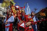 Přichází rok ohnivého kohouta, Číňané bouřlivě slaví. Co věští astrologové?