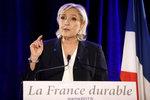 Le Penová se pustila do médií. Hystericky prý podporují jejího soka Macrona