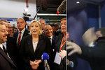 Šel se zeptat Le Penové na skandál: Ochranka ho vykopla, kameraman všechno točil