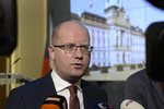 """""""Češi mají dražší mobilní data než Němci,"""" hřímá Sobotka a tlačí na operátory"""