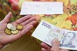 Senioři si na vyšší penze počkají. Senát chce pro tisícovku navíc jiné podmínky