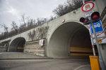 Tunel Mrázovka čeká noční čištění: Jaká dopravní omezení řidiče čekají?