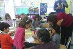Školák našel úspory své babičky. 270 tisíc rozdal spolužákům