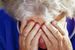 Stařenka (91) upadla ve svém bytě a ošklivě se zranila! Na pomoc čekala dlouhých 12 hodin