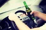 Opilá řidička na sebe upozornila propíchnutými koly a pomalou jízdou. Nevěděla, kde bourala
